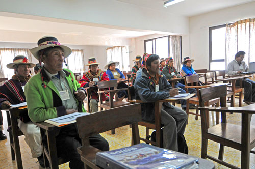 Photo of attendees at the meeting of the Consejo Nacional de Markas y Ayllus de Qullasuyu (National Councils of Traditional Communities of Cochabamba).