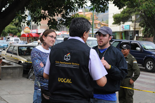 Barnes and Lederach talk with Departmental Electoral Court (CNE) officials in in Cochabamba.
