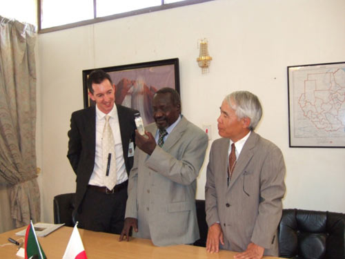 Together Carter Center Resident Technical Adviser for northern Sudan Miles Kemplay, H.E. Ambassador Yuichi Ishii, and H.E. Southern Sudan Minister of Health Dr. Theophilus Ochang Lotti examine a bottled Guinea worm specimen from Sennar state.